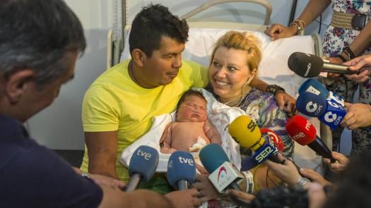 """Maxime Marín: """"Me siento muy feliz de ser la madre del bebé más grande de España"""""""