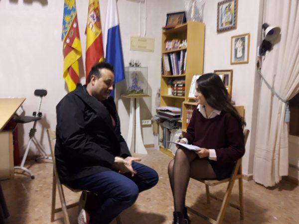 Joaquín Rubio junto a su entrevistadora.