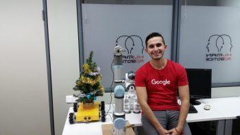 """Imagen realizada con la camiseta regalada al alumno por la empresa Google en la visita de sus instalaciones, gracias al programa """"Imagnie Silicon Valley"""""""